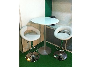 bar table and chairs 370x370